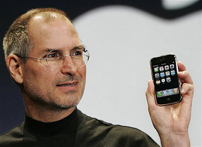 steve_jobs_iphone.jpg